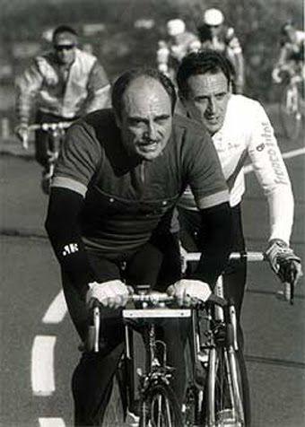 Paul FOURNEL à vélo en compagnie d'autres cyclistes